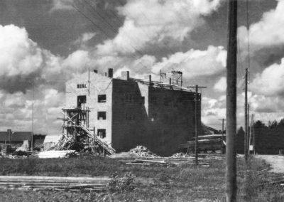 Järvenpään asuntola rakennusvaiheessa ilman kattoa vuonna 1949.