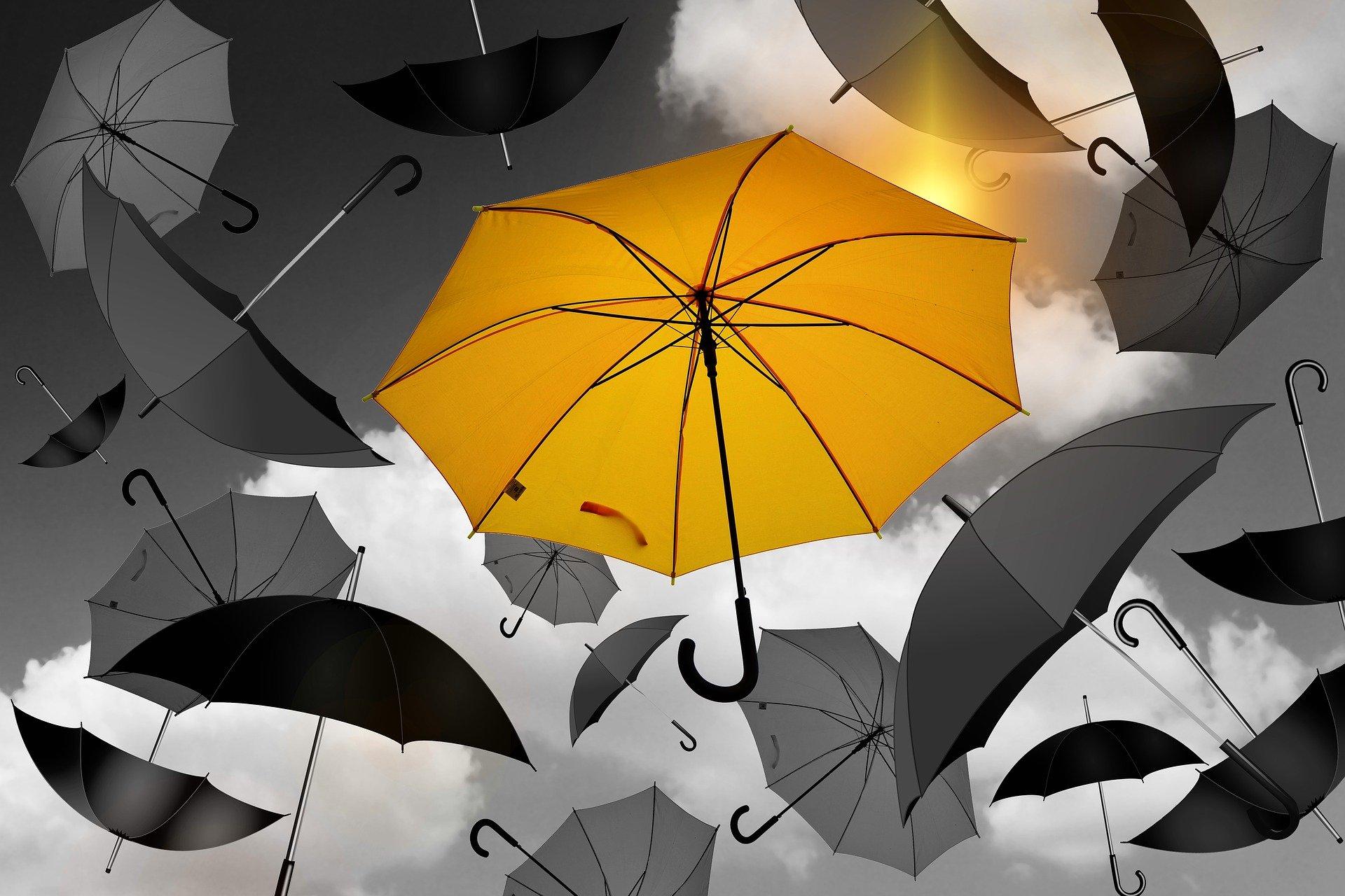 Kuvituskuva sateenvarjoja taivaalla
